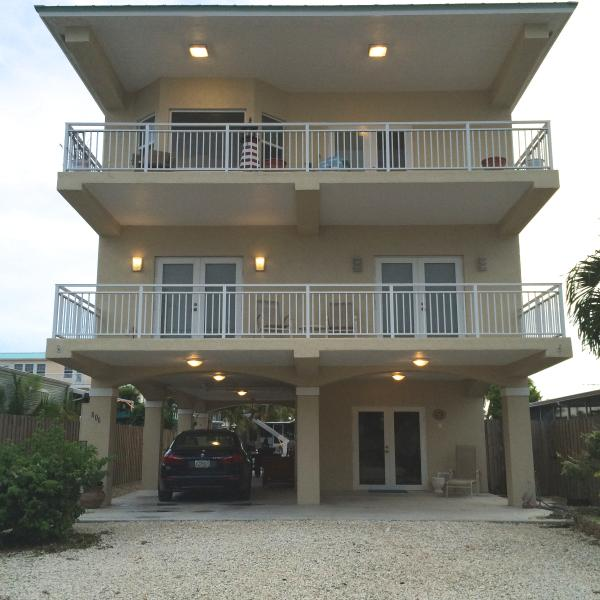 3 STORY WITH FRONT AND BACK WATERVIEWS ON PRIVATE TERRACES - $5,600 MONTHLY RENTAL ! WATER FRONT,ELEVATOR, WIFI - Key Largo - rentals
