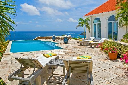 Elegant one-level Beverly villa with large terrace opens to the view & large pool - Image 1 - Mont Jean - rentals