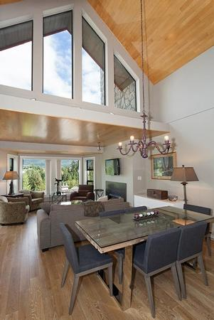 Large spacious living area. Relax in front of the fire and enjoy incredible full range views of Whistler and Blackcomb Mountains, Village and the Whistler Golf course. Dinning table seats 6 to 8 - Whistler Ideal Accommodations:Large 2 bedroom plus loft and den - Whistler - rentals