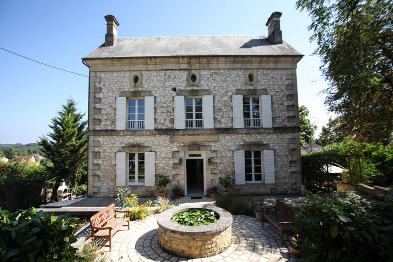 Welcoming Beginnings - Prime location for Manor hse with pool in village - Beaumont-du-Perigord - rentals
