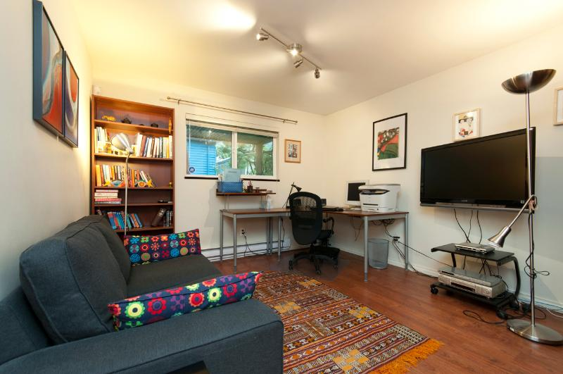 Living room and spacious working station, sofa and TV - Central, Quiet, Private & Complete - Vancouver - rentals