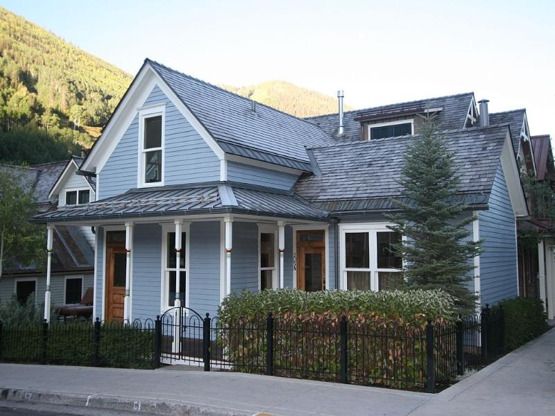 A captivating vacation home steps from the gondola in the heart of Telluride. - South Oak Pearl - Telluride - rentals