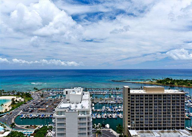 Stunning ocean views - 1-bedroom with full kitchen, marina view, washer/dryer, AC, WiFi and parking! - Waikiki - rentals