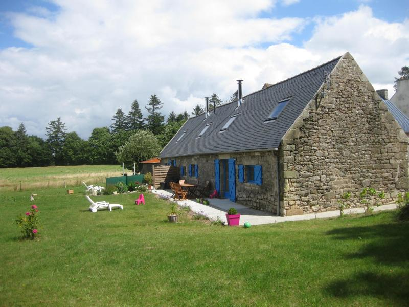 Traditional cottage, 3 bedrooms, near the beach - Image 1 - Douarnenez - rentals