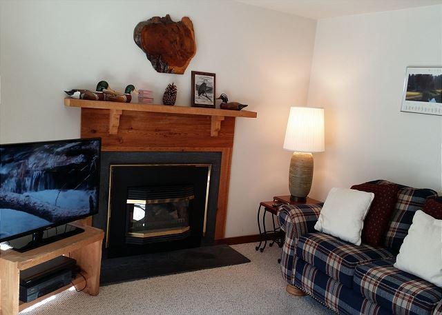Mountain View Condo 30 - Cozy Sunriver Condo Inviting Views in a Peaceful Setting On the Golf Course - Sunriver - rentals