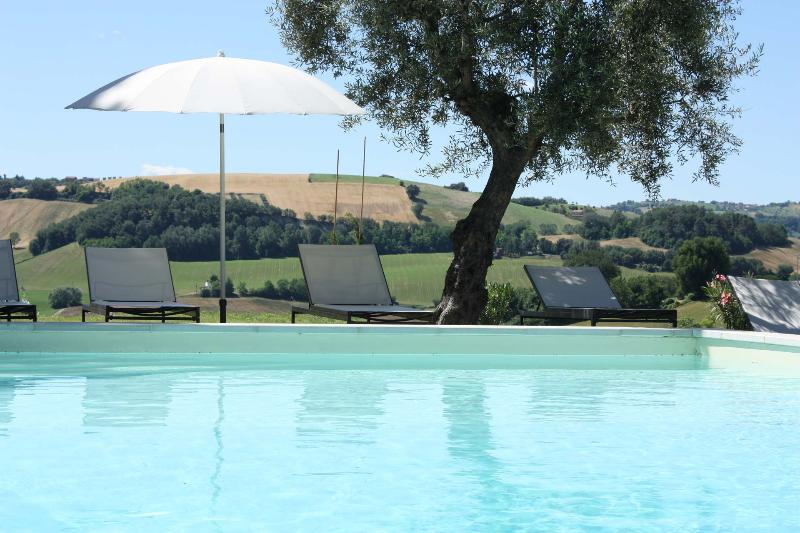 Private Villa, 8 sleeps, pool, wi-fi, Macerata - Image 1 - Mogliano - rentals