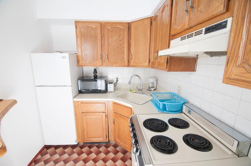 The kitchen - Entire studio 15 min to Manhattan/Times Square - Union City - rentals
