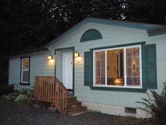 Front of Cabin 18 - Cabin #18 - 3 bedrooms, 2 baths - Private Hot Tub and Pet Friendly! - Glacier - rentals