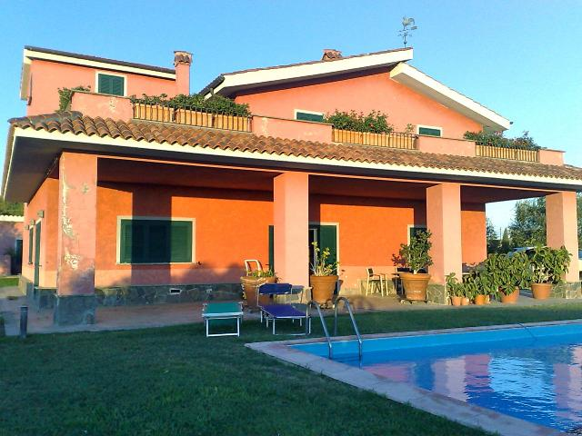 View form the pool and the garden - Villa Argento - Tarquinia - rentals