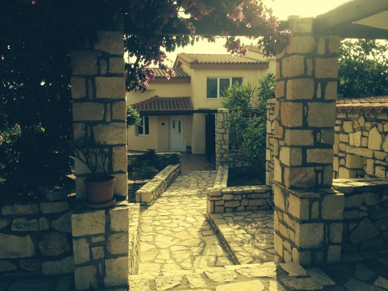 Entrance to the villa - Villa Danae quiet area ideal for couples & familie - Rethymnon - rentals