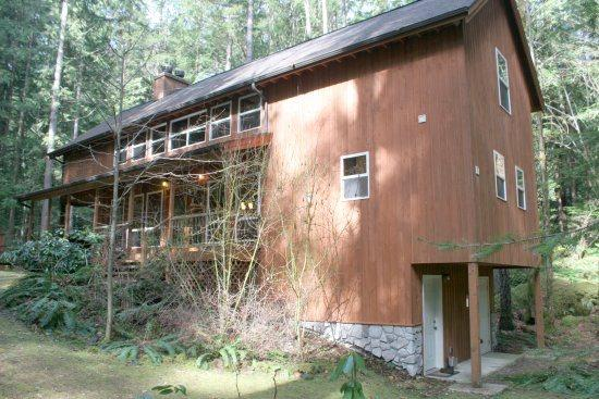 Snowline Cabin #100 - This beautiful 3-story home is pet friendly and has a private out door hot tub! - Image 1 - Glacier - rentals