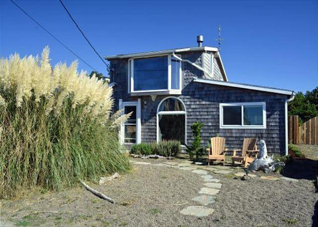 8 STEPS INN in Manzanita OR~Across the street from the beach with Ocean view - Image 1 - Manzanita - rentals
