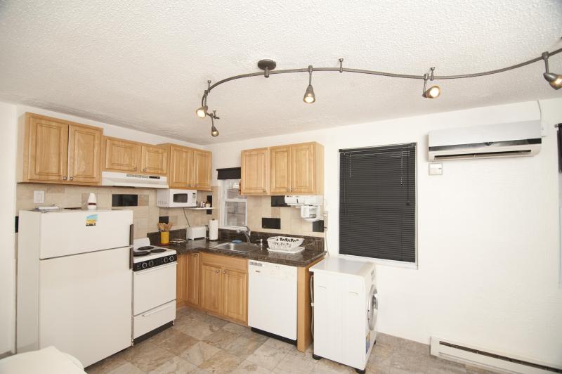 The kitchen - Entire apt 15 min to Manhattan/Times Square - Union City - rentals