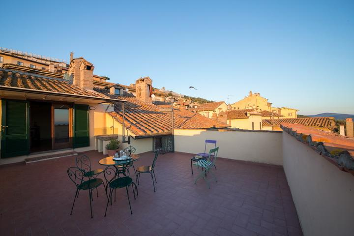 Casa Giulia, historical patrician apartment with panoramic terrace in town. - Image 1 - Cortona - rentals
