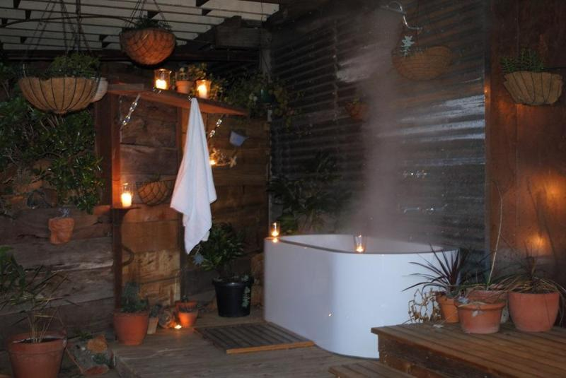 Extra outside rain shower and bath - Salt Spring - Daylesford - rentals