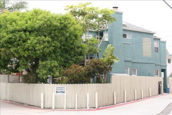 outside - 832 Capistrano #A - San Diego - rentals