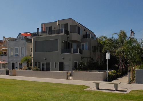 outside of building - 3670 Bayside Walk - San Diego - rentals