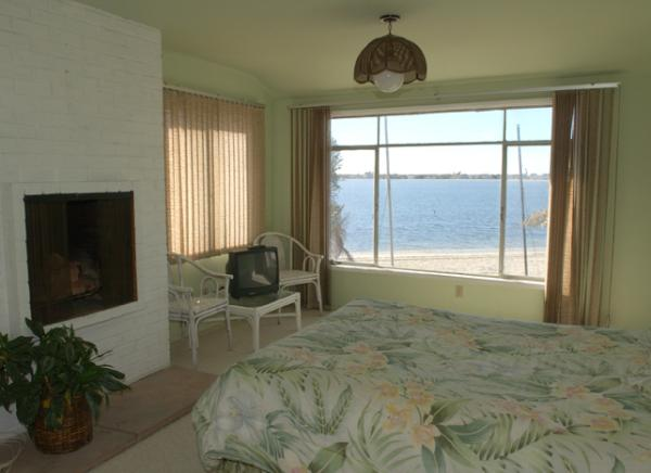 2nd bedroom queen with bay view - 3914 Gresham Street - San Diego - rentals