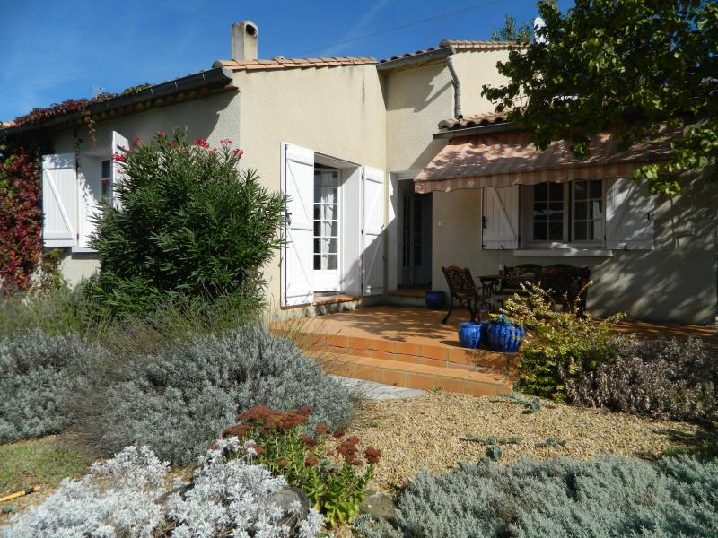 Les Lauriers' sunny, private front garden and patio - 4-bedroom Villa in Lovely, Lively Limoux! - Limoux - rentals