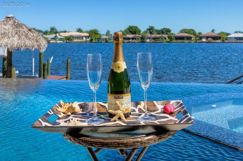 pool with lake view - LUXURY Villa Tuscany with 4 bedrooms + pool + spa - Cape Coral - rentals