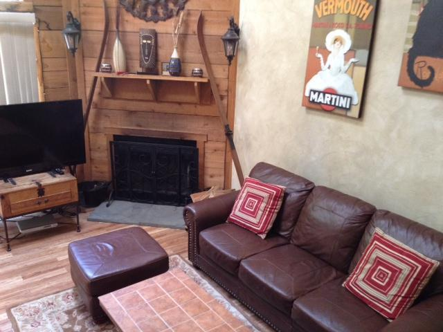 Awesome living space! leather sofas, wood floor, fireplace, 55