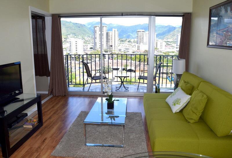 Living room - The best value in Waikiki! Free parking! - Honolulu - rentals