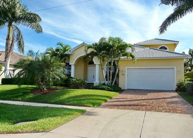 Large waterfront home with all-day sun on pool - Image 1 - Marco Island - rentals