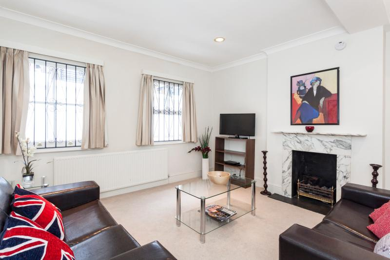 *BRILLIANT* 2 BED 2 BATH Central & QUIET!! Perfect - Image 1 - London - rentals