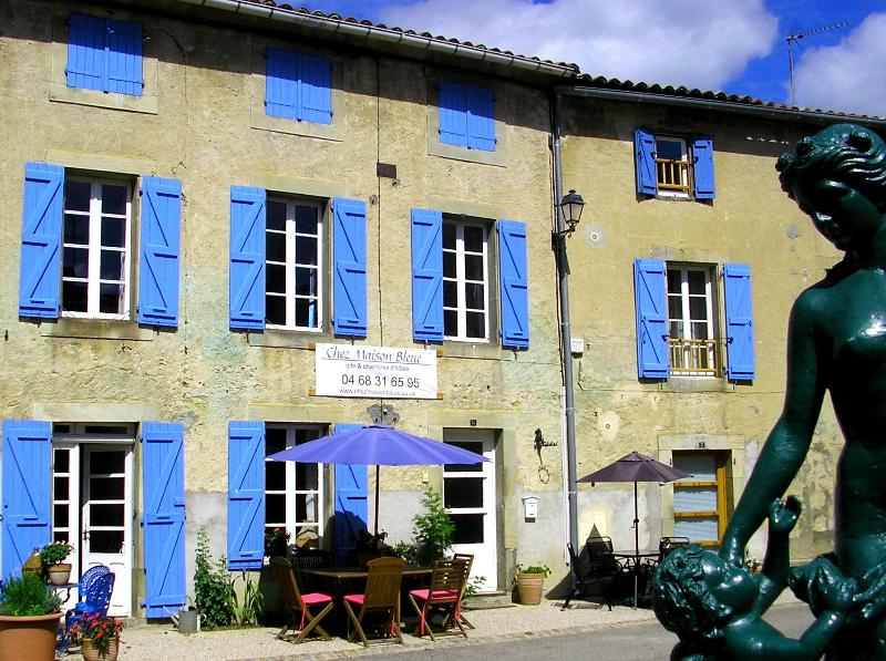 On the village square, 18th century gite & bed and breakfast - 18th century B&B south of Carcassonne - Chalabre - rentals