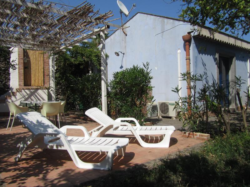 Facade of the house - House 'Aromas and citrus' in nature reserve Timpa - Acireale - rentals