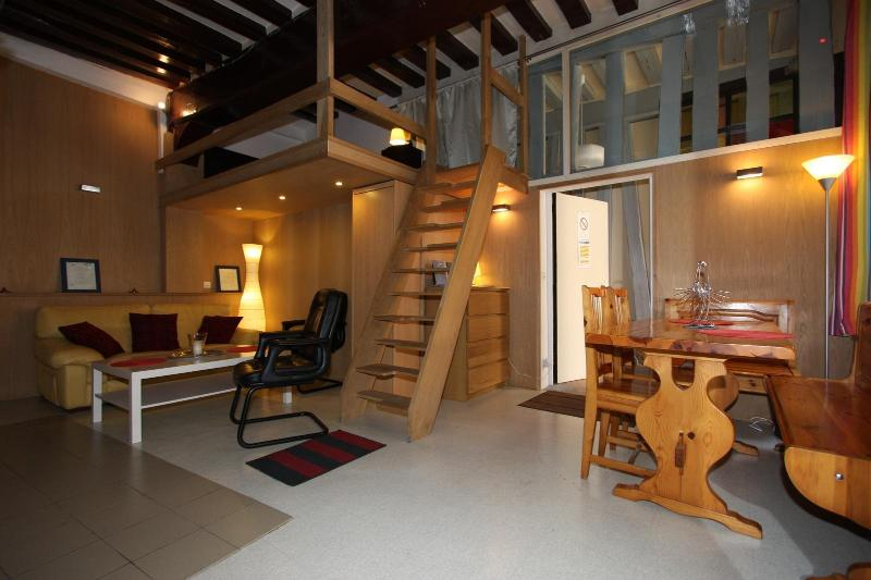 COTTAGE 2/4 GUESTS IDEALLY LOCATED IN DOWNTOWN ROU - Image 1 - Rouen - rentals