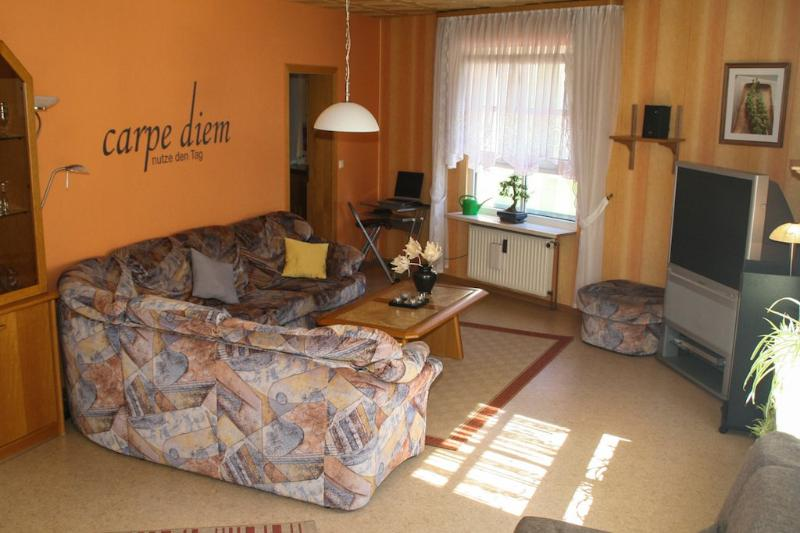 Vacation Apartment in Kaiserslautern - 969 sqft, central, completely furnished (# 2672) #2672 - Vacation Apartment in Kaiserslautern - 969 sqft, central, completely furnished (# 2672) - Kaiserslautern - rentals