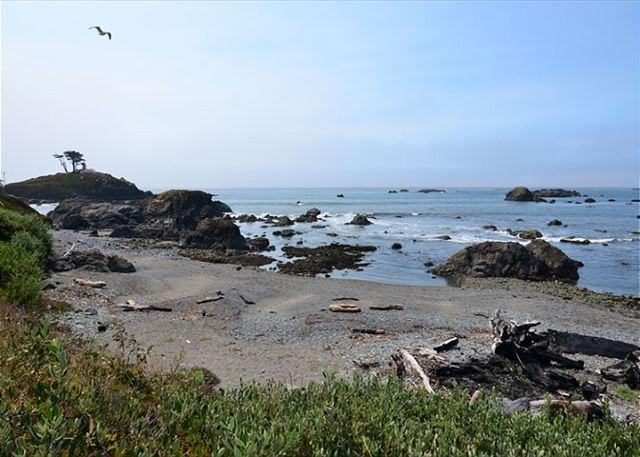 New Crescent City Beach House!  Ocean & Beach Out Front Door! Great Views! - Image 1 - Crescent City - rentals