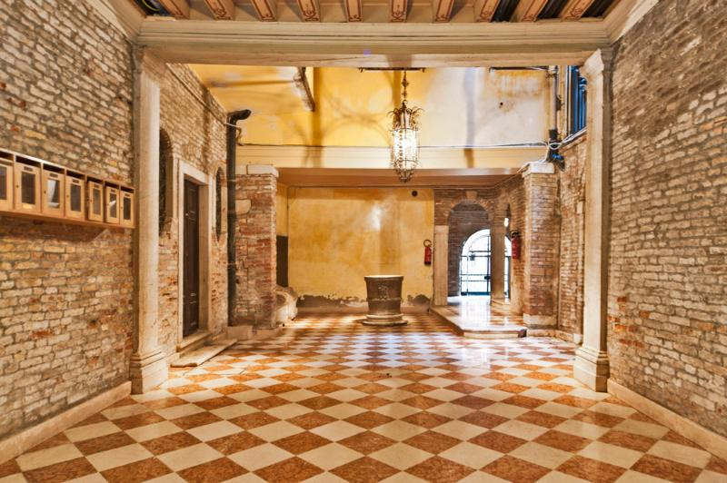 MAIN ENTRANCE OF THE PALACE - CA' ROSA S.MARCO 5 minute walking from S.Marco - Venice - rentals