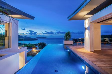 Contemporary luxury villa Wings with infinity pool offers dramatic bay views & a Zen ambiance - Image 1 - Saint Jean - rentals