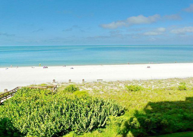 Beachfront gem of a condo with spellbinding views - Image 1 - Marco Island - rentals