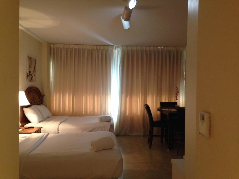 Cozy Affordable Oceanfront Studio (sleep 4) - Image 1 - Miami Beach - rentals