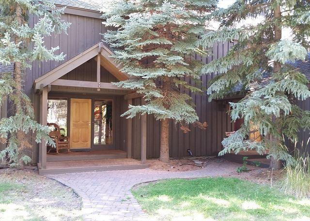 Salishan 2 - Expansive Sunriver Home with AC, game room, and updates near Sunriver Village - Sunriver - rentals