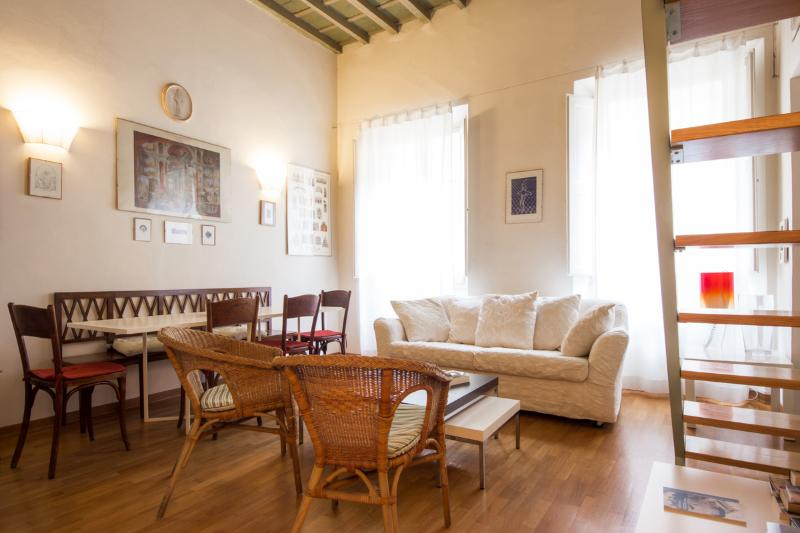 living/dining: high coffered ceilings - Cozy 3 Bedroom Apartment by the Duomo - Florence - rentals