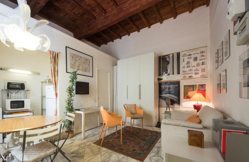 living/dining: high coffered ceilings - Cozy Tuscan Apartment in Florence by the Duomo - Florence - rentals