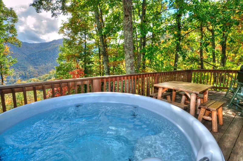 Long day on the slopes? Shopping? Hit the Hot Tub, bring the beverage&enjoy the Views! 2/2 G/F $130 - Cozy,Quaint,Private!Perfect for 2 or party of 6! - Maggie Valley - rentals