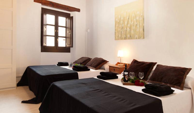 Bedroom - BLUE BORNE, 3bdrs+2bths, up to 10! - Barcelona - rentals