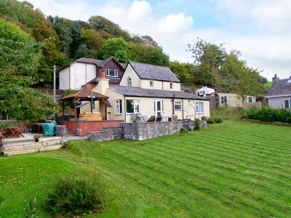 TY'R ARDD, near beaches, hot tub, off road parking and spacious gardens, in Pentraeth, Ref 19670 - Image 1 - Pentraeth - rentals