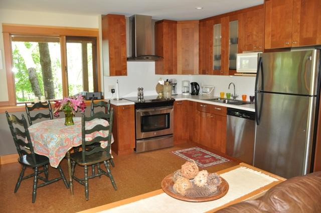 Fully stocked kitchen, and dine with a view - Cozy, Upscale Willow Guest Suite-No Extra Fees :-) - Nelson - rentals