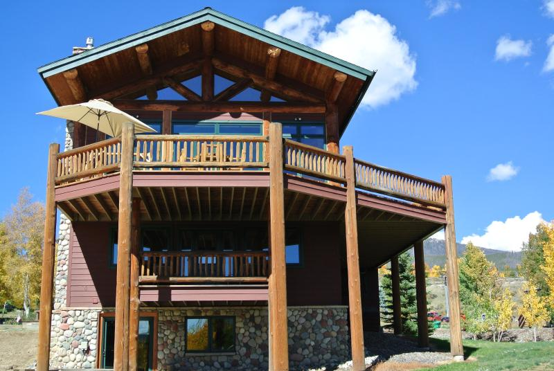 Lakeside View of the Mountain Lodge w/ Huge Main Deck & In-Law Suite Deck - Luxury Mountain Lodge-Stunning Views of Lake Dillo - Dillon - rentals