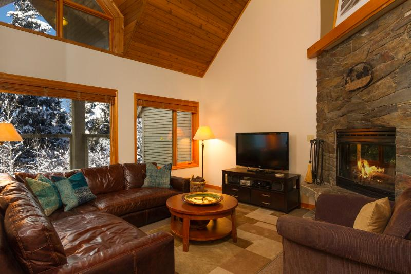 Sunken living room with wood-burning fireplace - True ski-in, ski-out townhome with private hot tub - Whistler - rentals