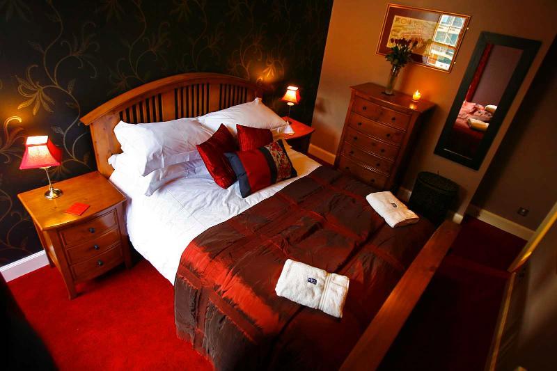 bedroom with kingsize double - Ladystairs, on Royal Mile, 150 metres to Edinburgh Castle - Edinburgh - rentals