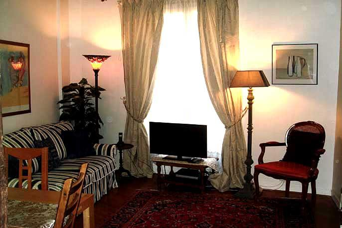 Place des Victiores Vacation Rental in Paris - Image 1 - Paris - rentals