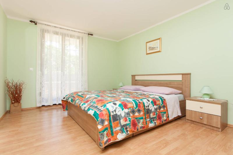 """Bedroom wit king size bed 1/2 - Apartment """"Oliva"""" 2km from center - Pula - rentals"""