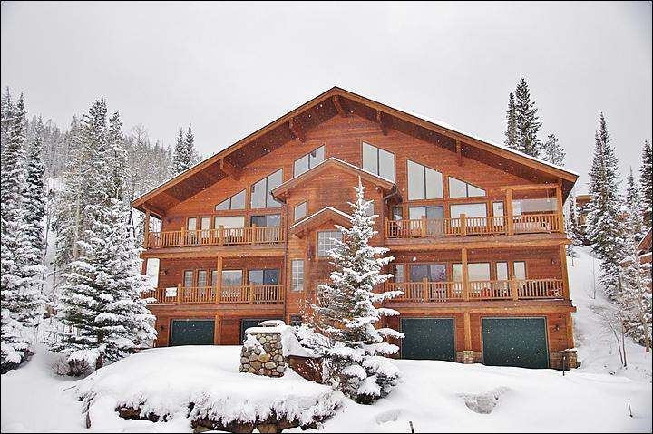 Exterior View of this Slopeside Condo - Steps from the Free Shuttle - New Hardwood Floors (5021) - Winter Park - rentals